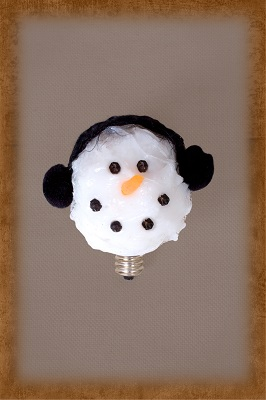 WHITE SNOWMAN BULB with MUFF